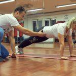 Online fitnes osobný tréner na tréning doma