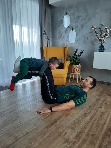 Ako cvičiť doma s deťmi - brušáky - brucho